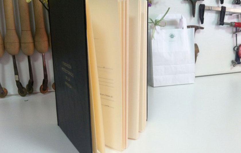 Libro de registro para el Columbario de la Fundación del Protectorado de la Infancia.